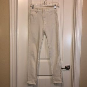 White jeggings from Uniqlo